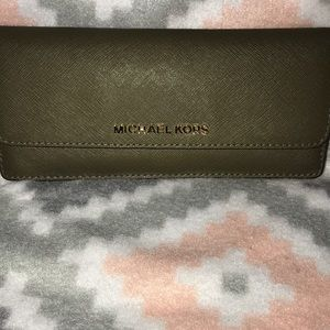 Micheal Kors wallet l🍁